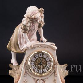 Часы Девочка, Royal Dux, Богемия, нч. 20 в.