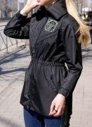 женская черная ветровка