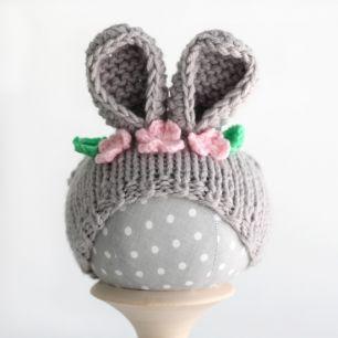 Вязанная шапочка для куклы- Серый зайка
