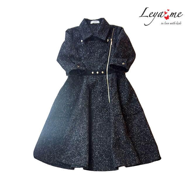 Платье - косуха с асимметричной застежкой , юбкой трапецией и накладными  карманами