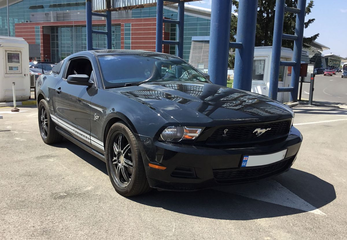 Ford Mustang V 2010г.