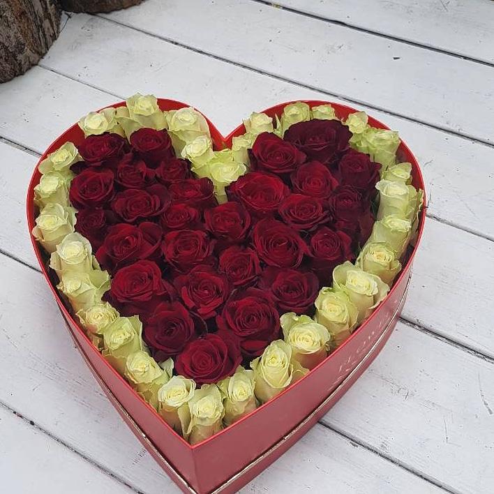 Сердце из 51 розы в коробочке