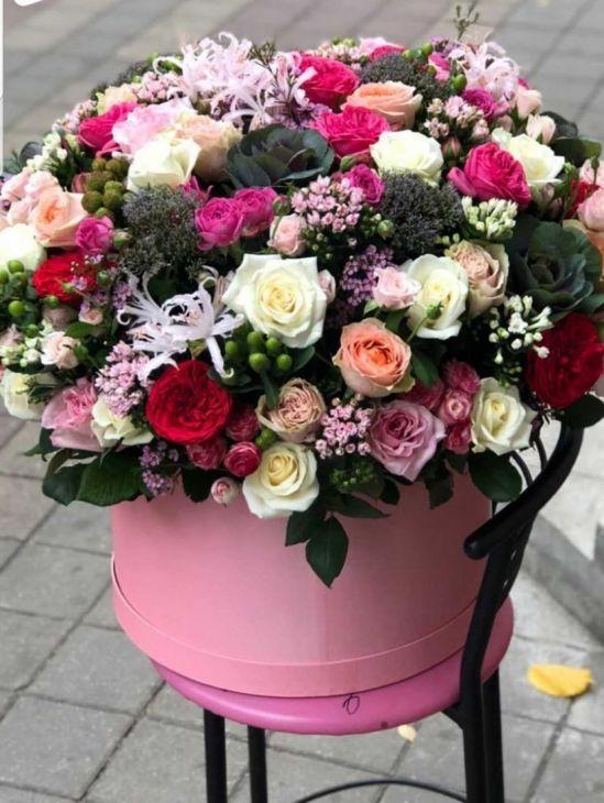 Огромная коробка экзотических цветов