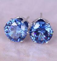 Стальные серьги-гвоздики с синим камнем