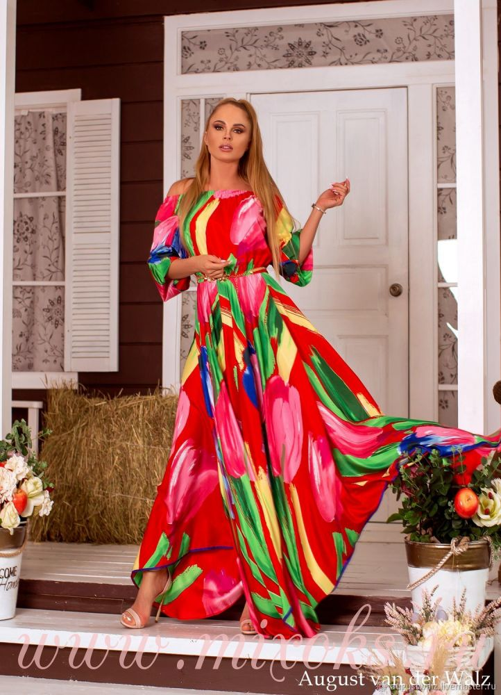 Летнее платье из шелка красное