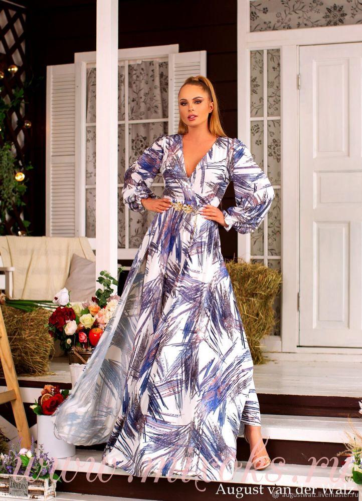 Летнее платье с глубоким декольте