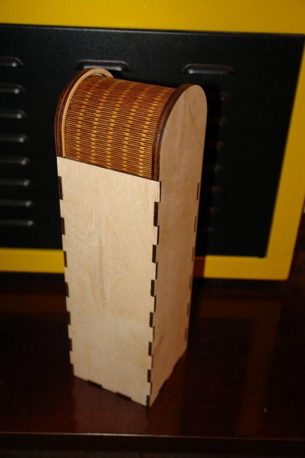 Простая коробка под вино с гибкой крышкой из дерева