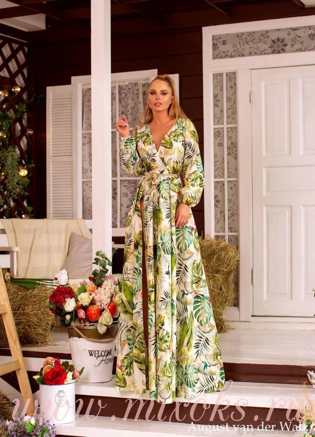 Длинное платье в пол с вырезом