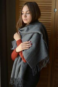 Теплая шаль  100 % стопроцентная шотландская овечья шерсть, классический серый цвет, плотность 6
