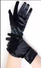 Перчатки  атласные черные короткие