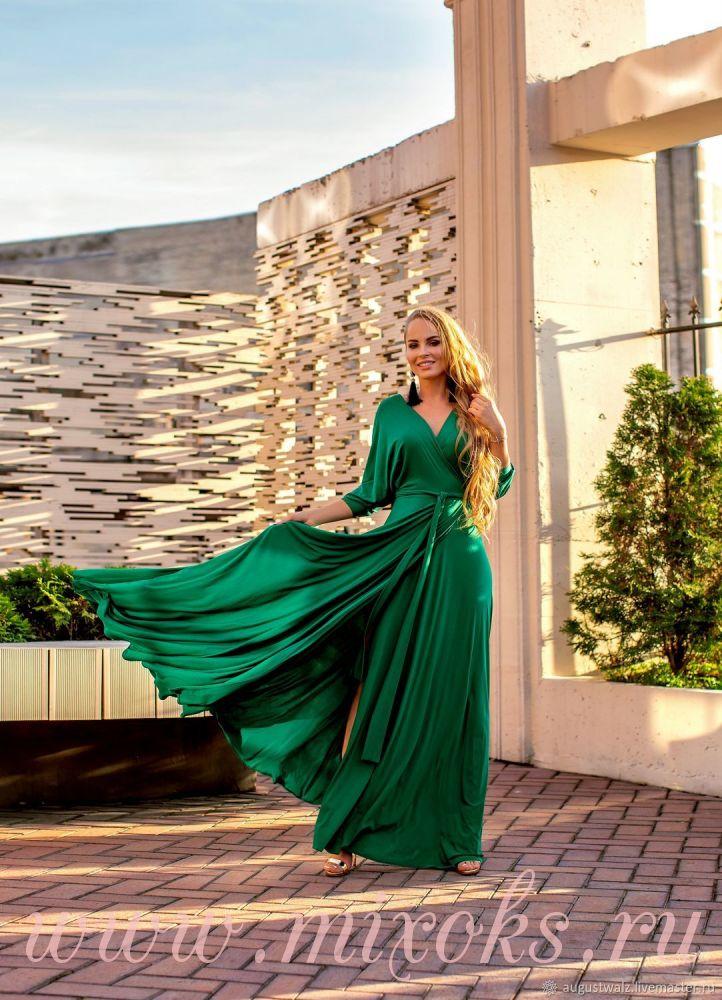 Зеленое платье с запахом