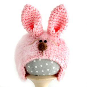 Вязаная шапочка для куклы Зайка с мордочкой розовый