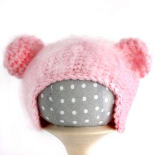 Вязаная шапочка для куклы Мишка розовый