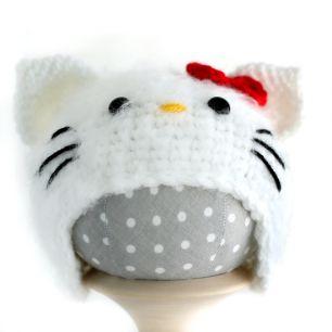 Вязаная шапочка для куклы Хеллоу Китти