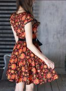 Летнее платье приталенное, на резиночке, талия завязывается на атласный поясок.