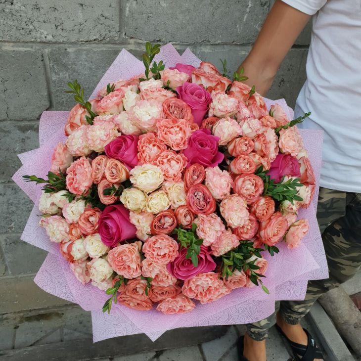 Шикарный букет Пионовидных роз