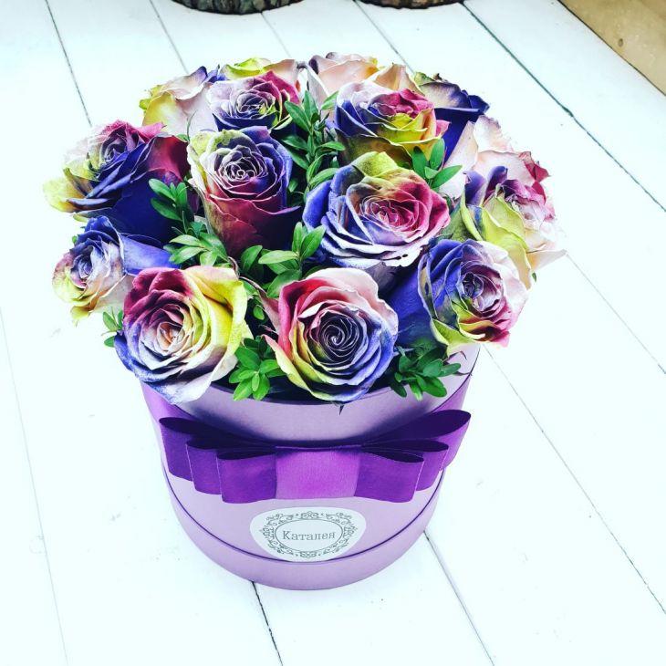 Новинка из радужных роз