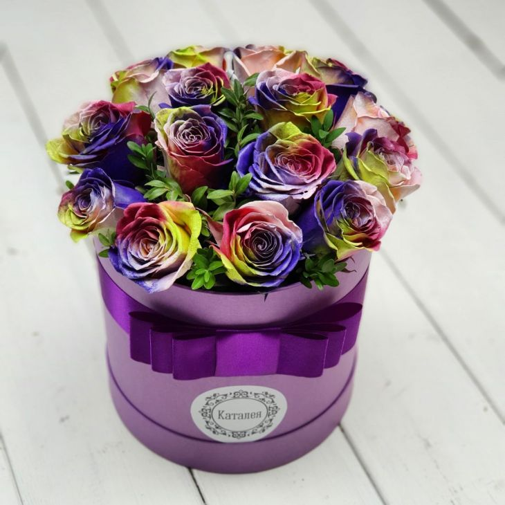 Коробочка радужных роз