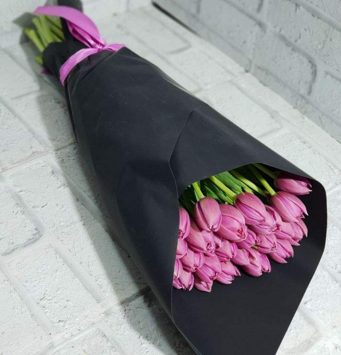 29 тюльпанов в дизайнерской упаковке