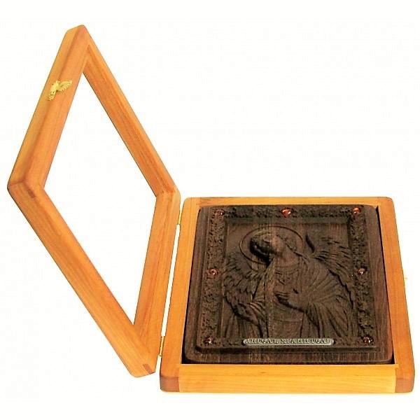 резная икона в подарок маме и дочери Ангела-Хранителя на натуральном мореном дубе, инкрустированная янтарем (18*23 см, Россия)