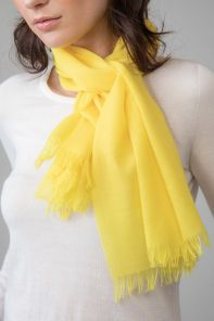 легкий тонкорунный экстра широкий шарф, ярко-желтый цвет, VIBRANT YELLOW MERINO 100% шерсть мериноса,   плотность 2