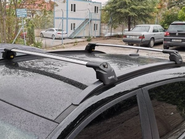 Багажник на крышу Lada XRay Cross, Turtle Air 2, аэродинамические дуги на интегрированные рейлинги (серебристый цвет)