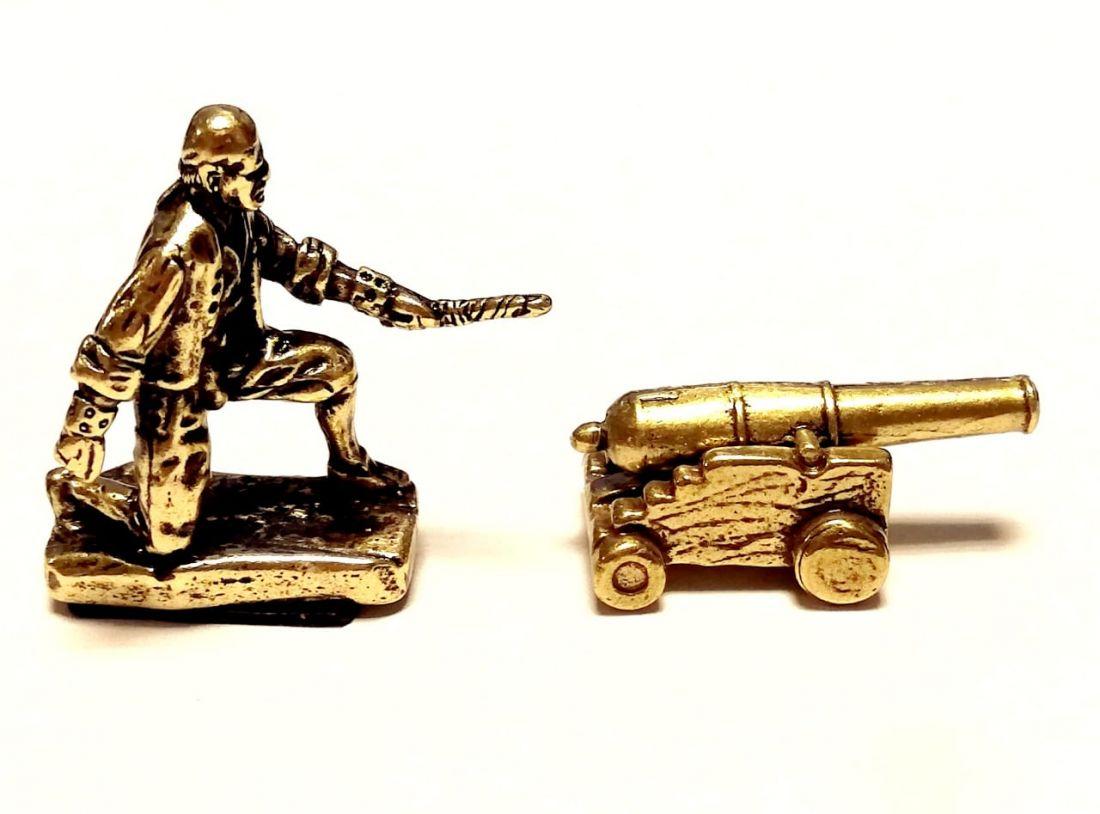 Фигурка Пират с пушкой латунь