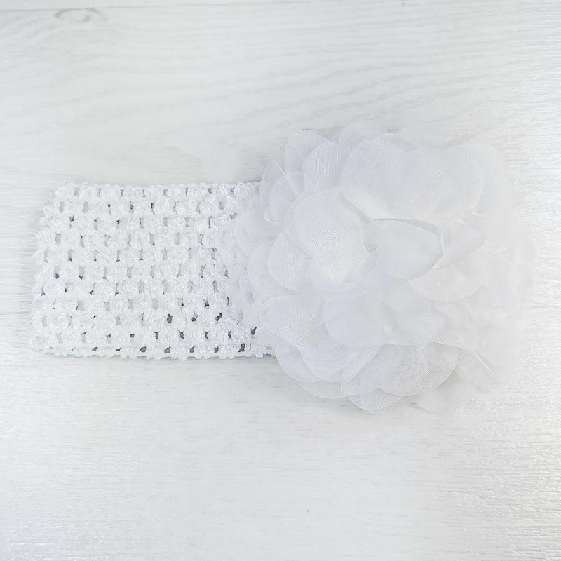 п1070-03 Повязка-резинка широкая с шифоновым цветком Пион белая
