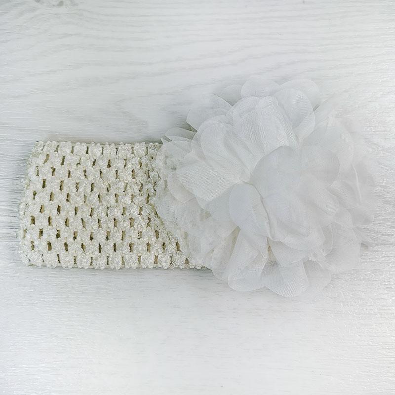 п1070-32 Повязка-резинка широкая с шифоновым цветком Пион молочная
