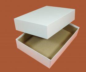 Коробка белая 22,5 х 31,5 х 7 см