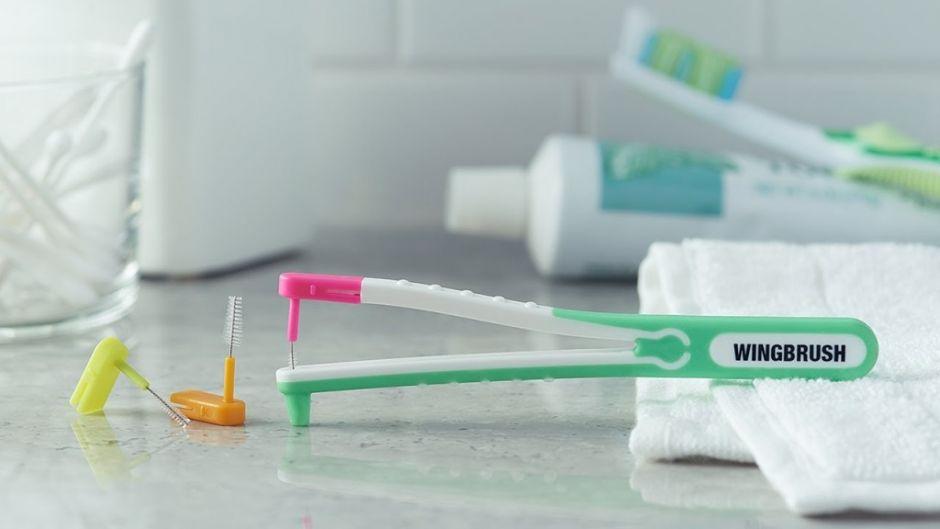 Интердентальная зубная щётка с тремя сменными насадками-ёршиками Wingbrush