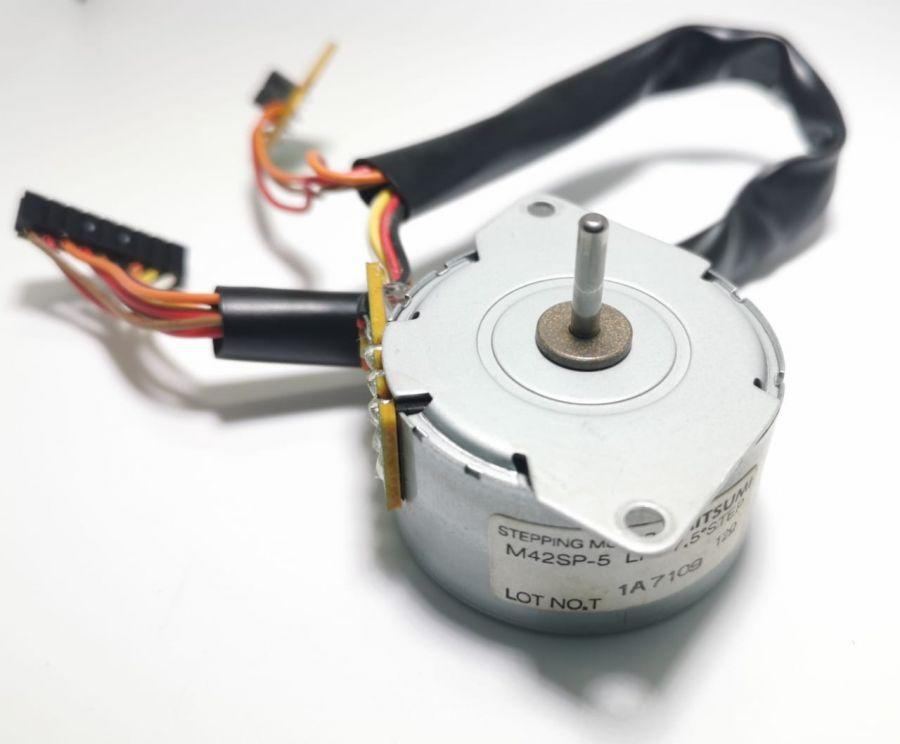 Шаговый двигатель HP RK2-1229  Mitsumi M42SP-5 LF для CLJ 2605/ LBP-5100 OEM