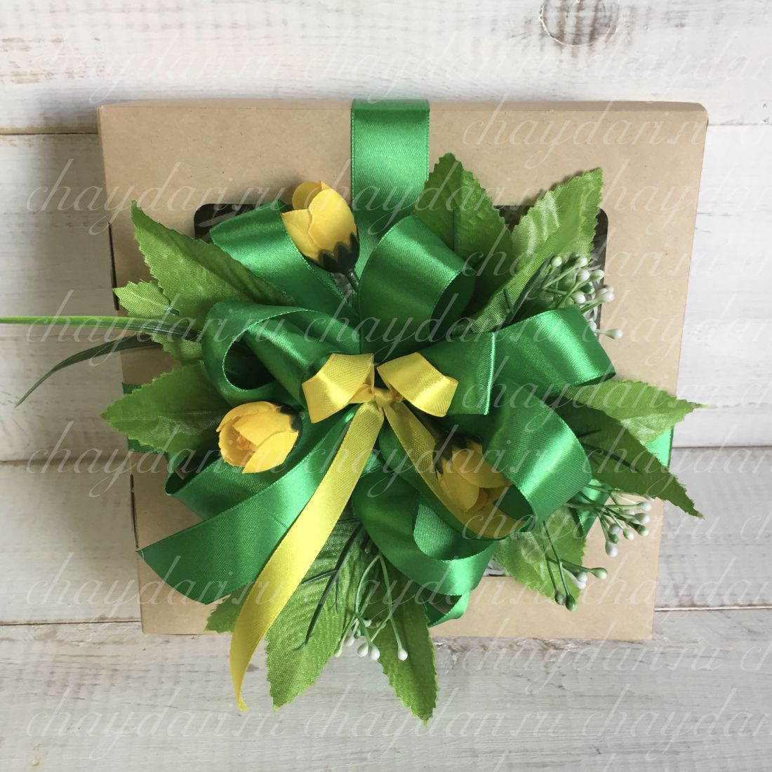 """Чайная коробка со сладостями и медом """"Зелень уходящего лета"""""""