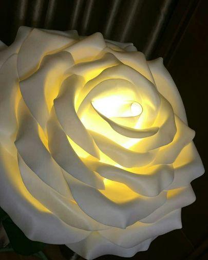 Торшер белая роза из изолона на зеленом стебле