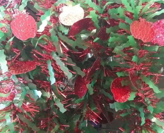 Новогодняя мишура с яблоками 2 м х 9 см, 6 шт