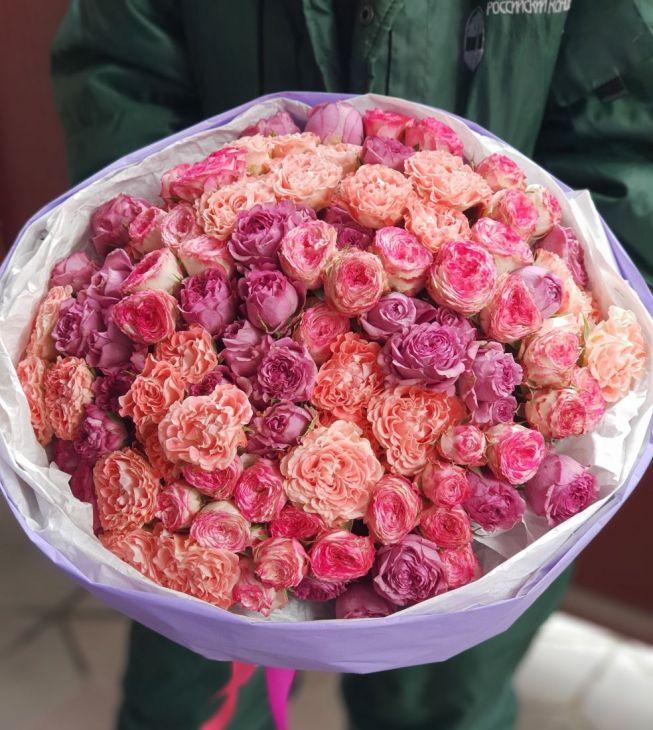 Нежный микс пионовидных роз