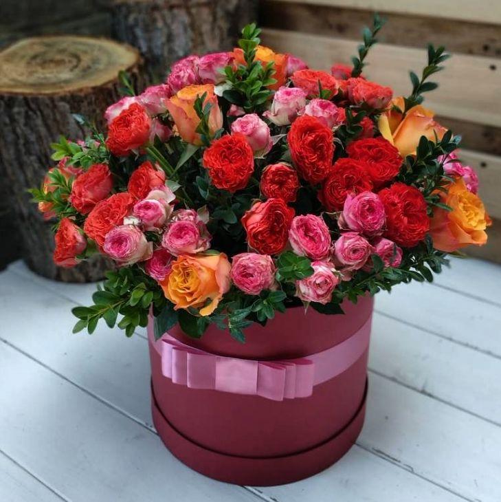 Микс кустовых роз в коробочке