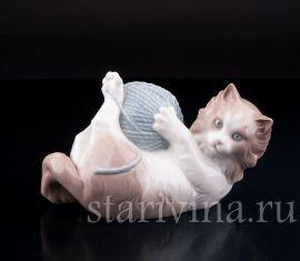 Котенок, играющий с клубком, Lladro, Испания.