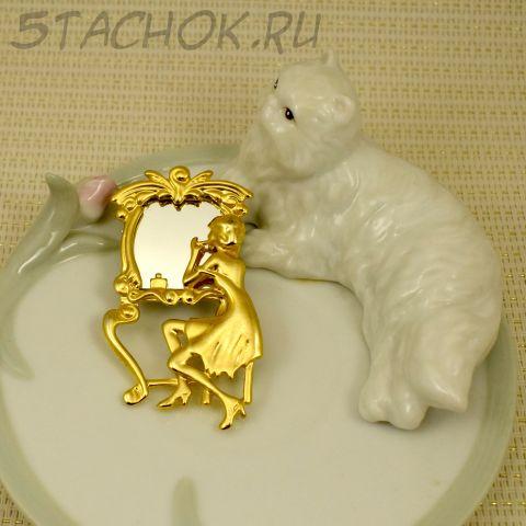 """Брошь """"Дама у зеркала"""" цвет золота (США)"""