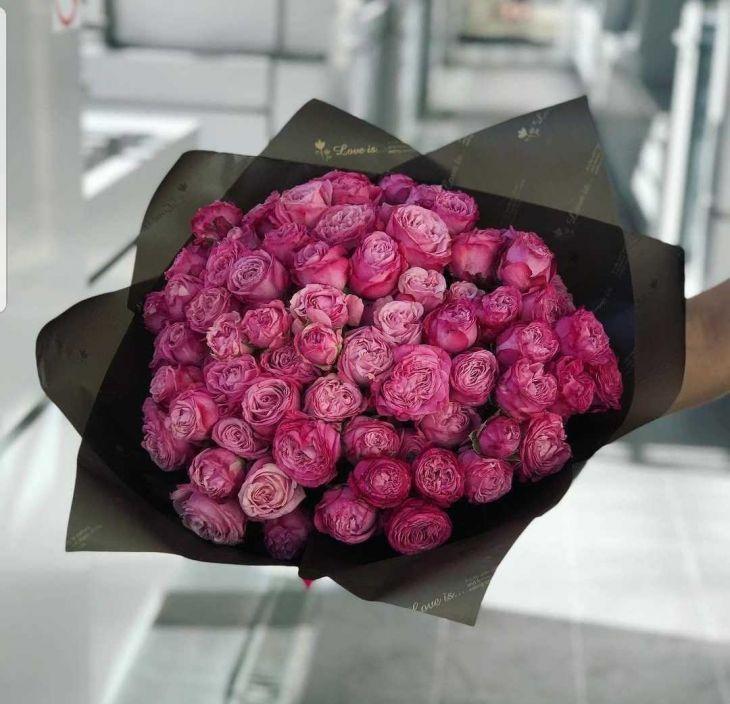 Стильный букет пионовидных роз