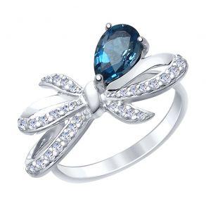 Кольцо из серебра с синим топазом и фианитами 92011417 SOKOLOV