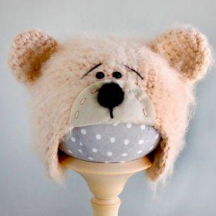Вязаная шапочка для куклы Мишка с мордочкой кремовый
