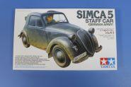 Немецкий штабной автомобиль Simca 5 с фигурой водителя