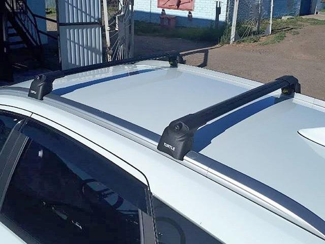 Багажник на крышу Lada Vesta SW / SW Cross, Turtle Air 2, аэродинамические дуги на интегрированные рейлинги (черный цвет)