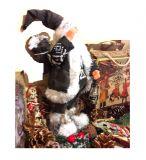 Санта Клаус в черном кафтане с подарками 30 см