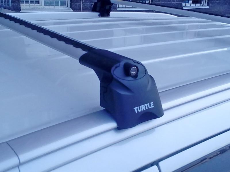 Багажник на крышу Mitsubishi Outlander 3, Turtle Air 2, аэродинамические дуги на интегрированные рейлинги (серебристый цвет)