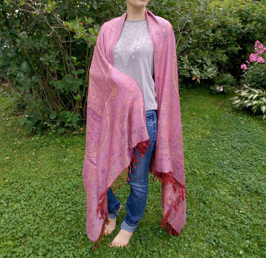 NEW Сиреневая шаль с красивым плетением (Москва)