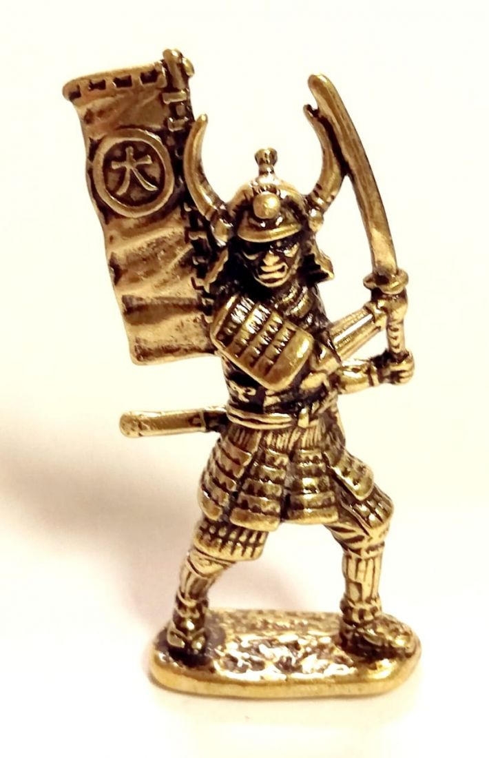 Фигурка самурай знаменосец