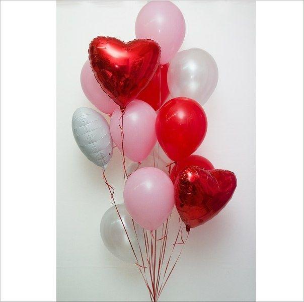 Фонтан из шаров с красным сердцем