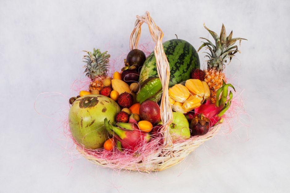 Корзина с фруктами Тропическое изобилие(Видов фруктов:16)